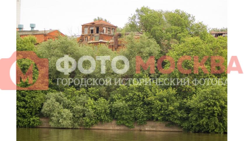 Набережная Москвы-реки на территории завода