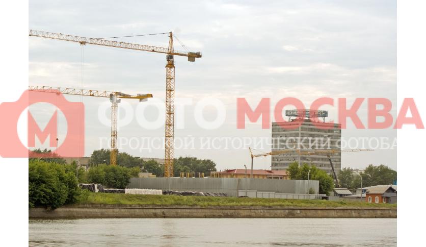 Строящийся напротив завода ЗИЛ ТРК