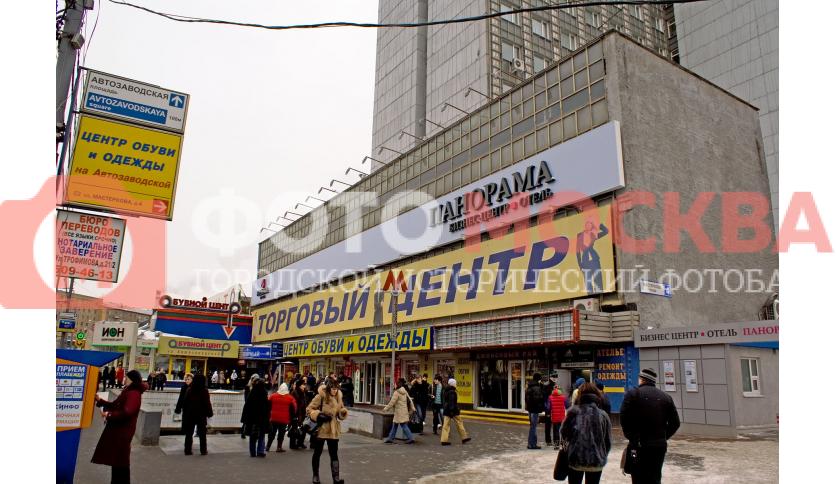 Выход из метро Автозаводской в районе торговых центров, отеля и бизнес-центра