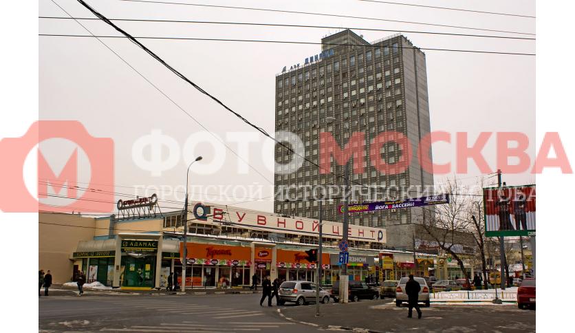 Обувной центр на Автозаводской и здание АЭК