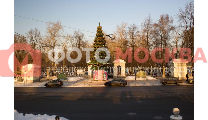 Лефортовский парк, главный вход