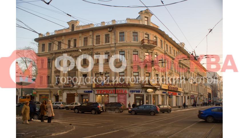 Угол улиц Бакунинской и Бауманской