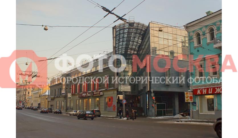 Елоховский пассаж - торговый комплекс на углу улиц Бауманской и Спартаковской