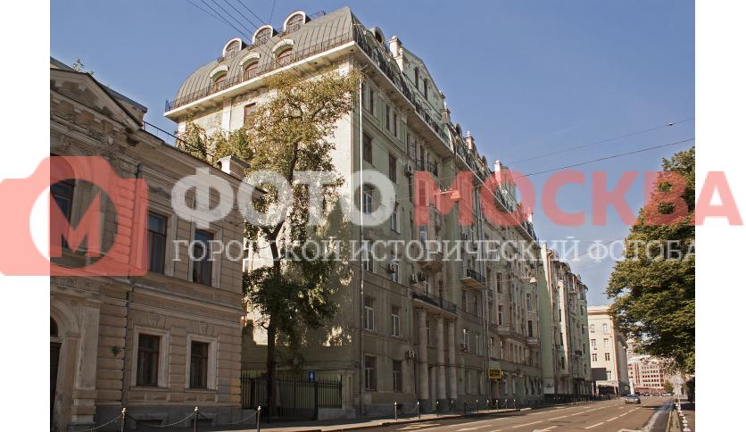 Бывший доходный дом И.С. Баскакова на Знаменке