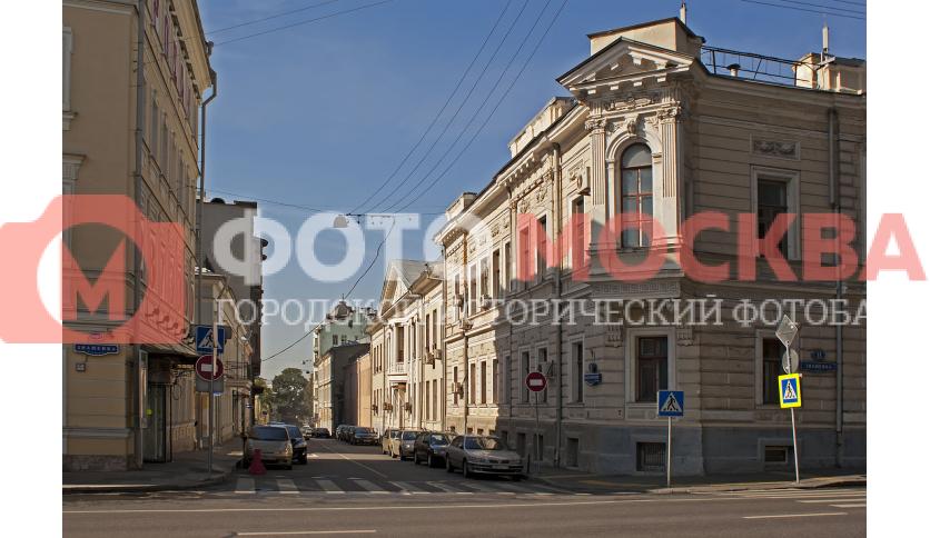 Малый Знаменский переулок на углу со Знаменкой