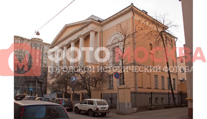 Школа № 330, бывш. Елизаветинская гимназия