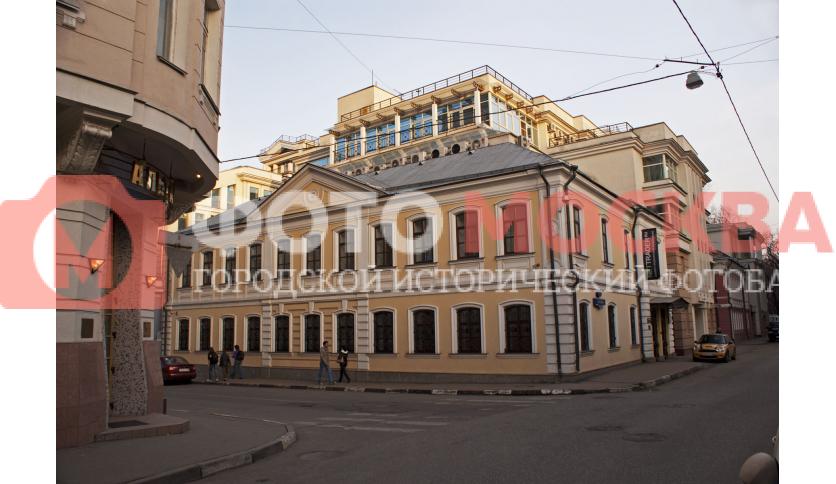 Угол Лялина и Яковоапостольского переулка