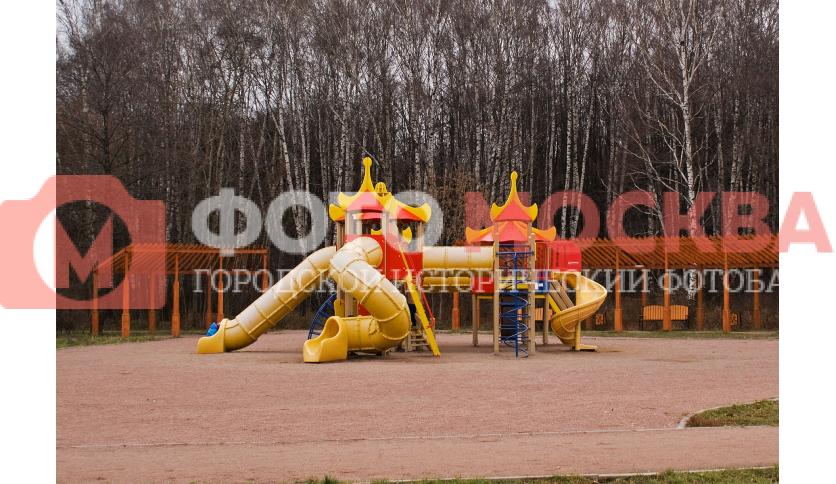 Детская площадка в Терлецком лесопарке (Терлецкой дубраве)