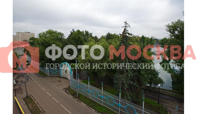 Вид на парк с моста