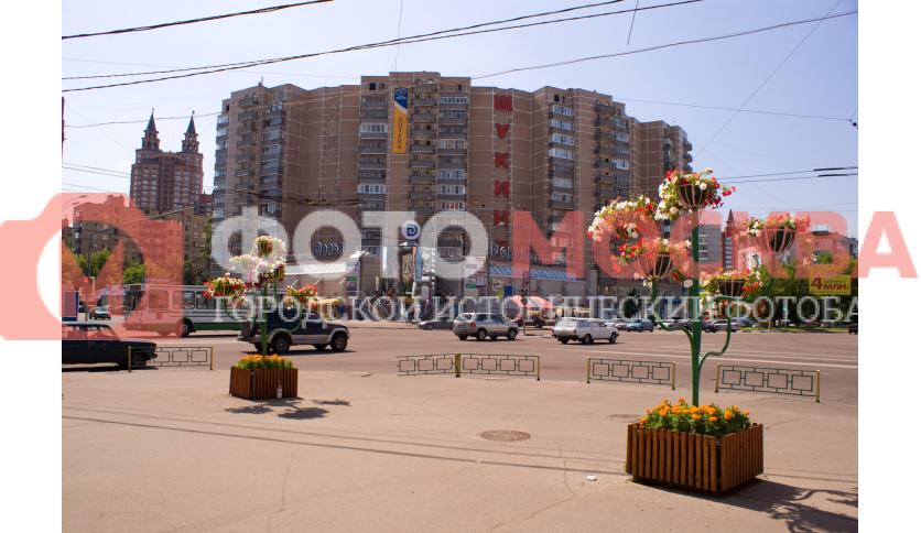 Около метро Октябрьское поле