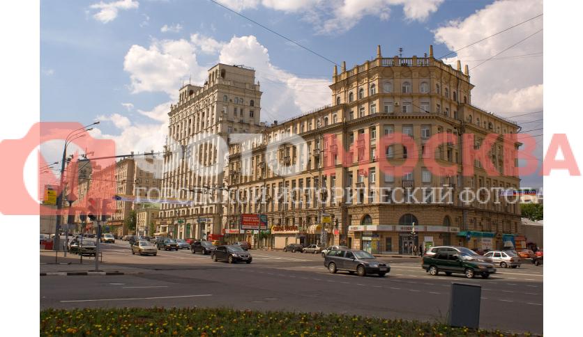 Угол улицы Валовая (Садовое кольцо) и Новокузнецкая