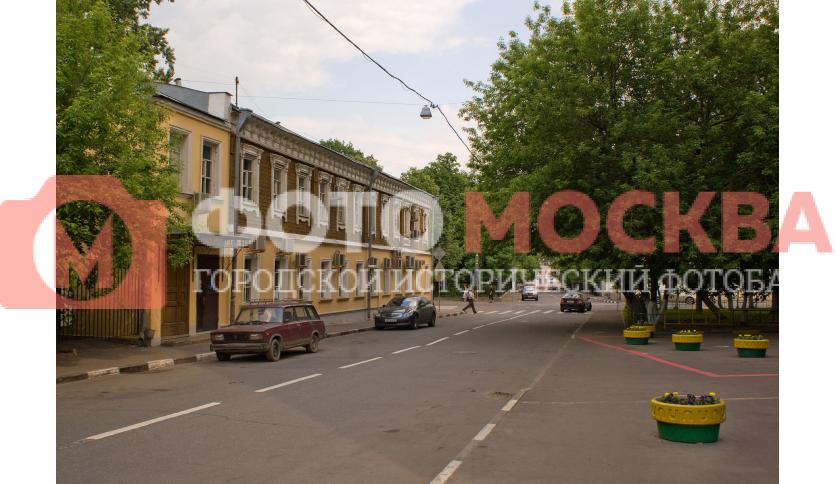 Угол улицы Новокузнецкая и 1-го Новокузнецкого переулка